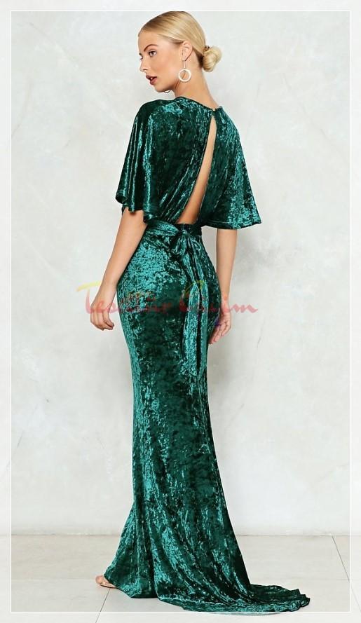 sırt dekolteli Yeşil Kadife Elbise Modeli