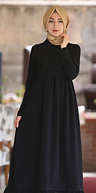 Sarı şal ile siyah elbise kombini