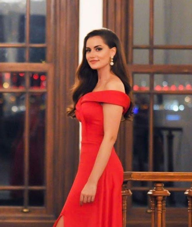 Kırmızı elbise esmerlere yakışır mı