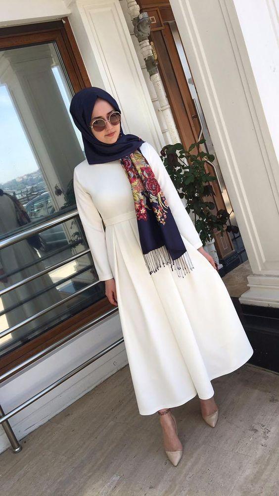 beyaz tesettür elbis ekombini