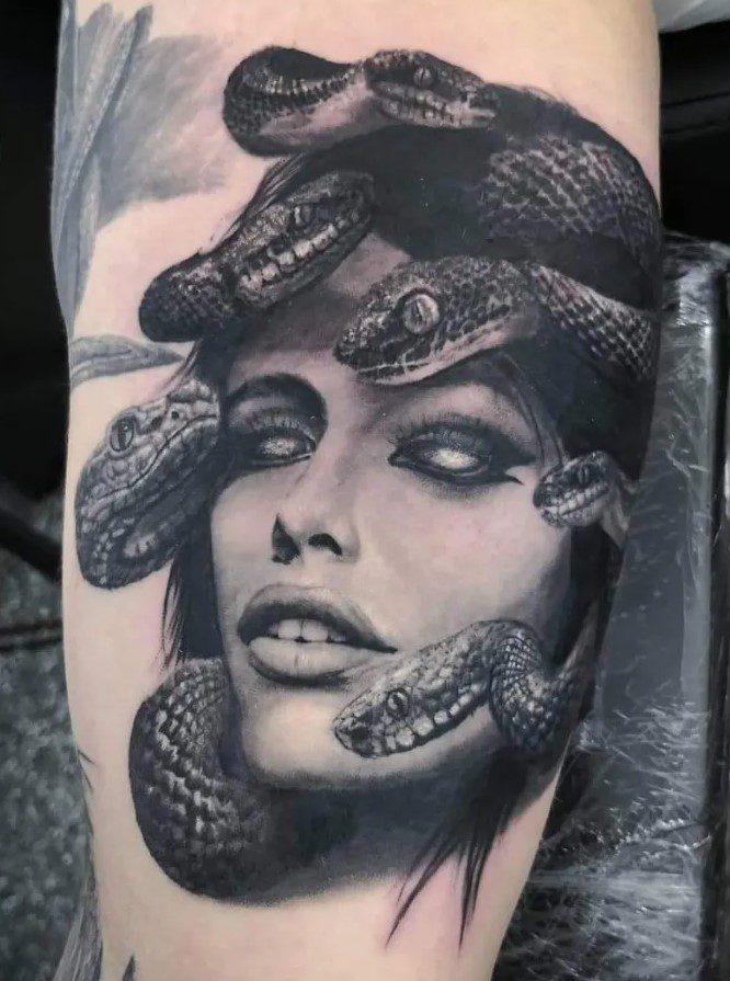 Bacak Medusa Dövme Modeli