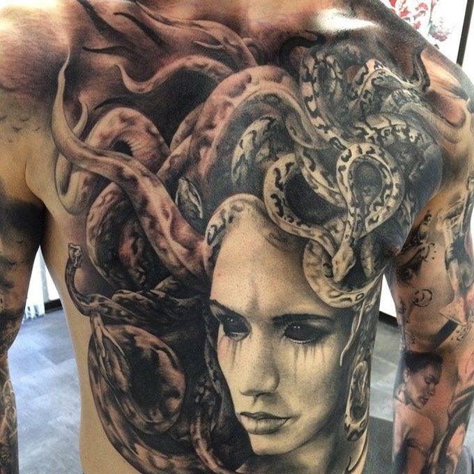 medusa dövmesi komple arka vücut
