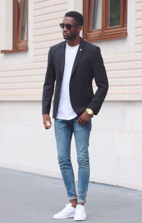 Siyah Ceket Beyaz Tişört Kombin