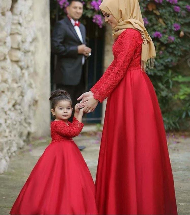 Tesettür Anne Kız Kırmızı Abiye Kombin