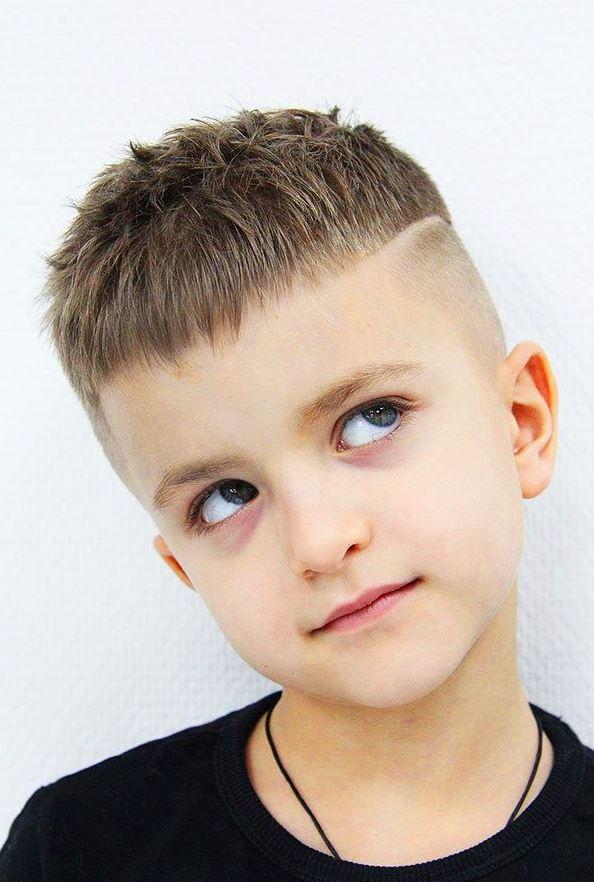 Kısa Erkek Çocuk Saç Stilleri
