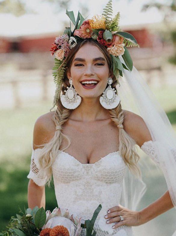 Çiçek Taçlı Kır Düğünü Gelin Saçı
