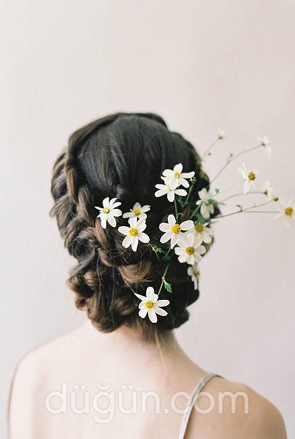 Kır Düğünü Papatyalı Saç Modeli