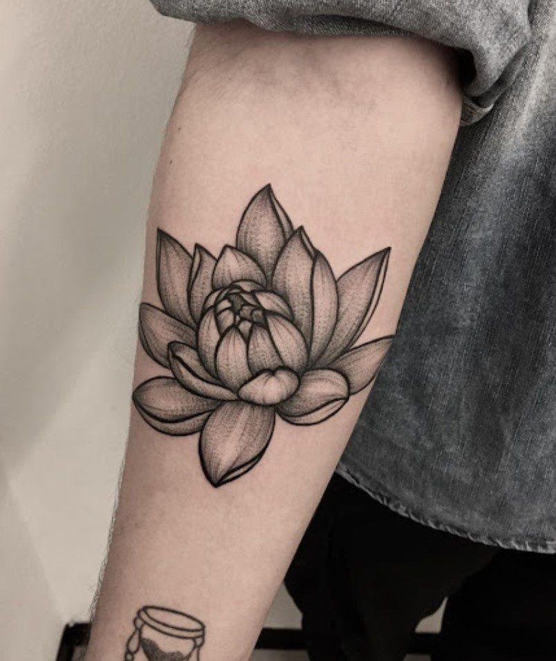 Lotus Çiçeği Erkek Kol Dövmesi