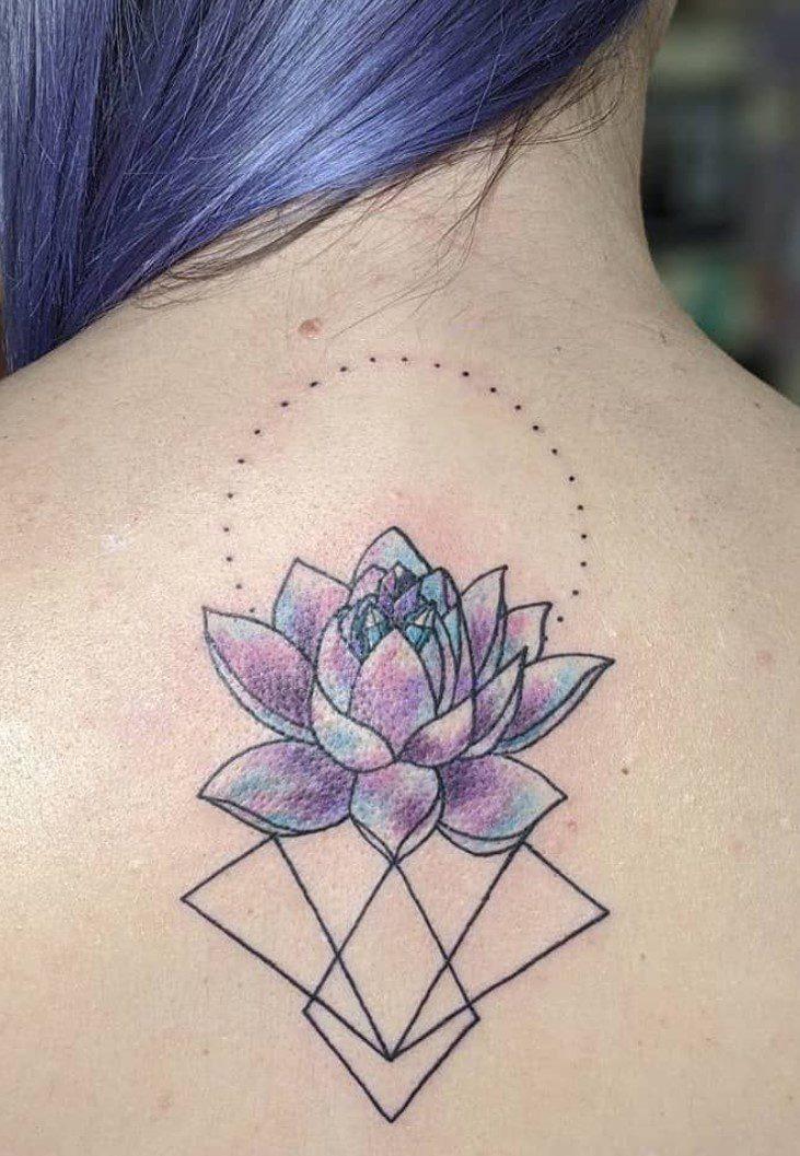 Mor Renkli Lotus Çiçeği Dövmesi