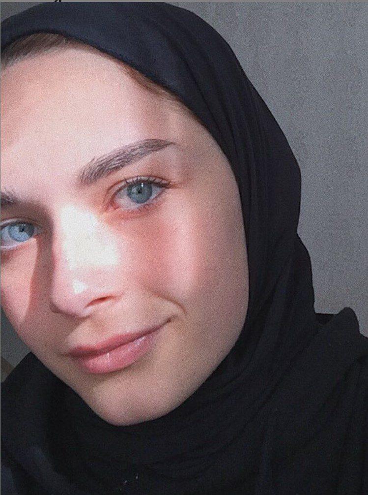 Elif Sezer Göz Rengi