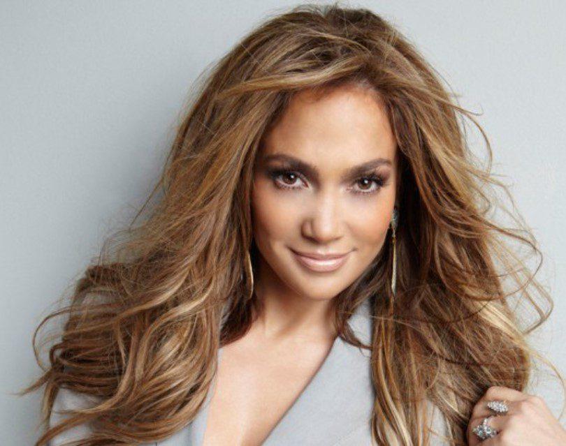 Jennifer Lopez Açık Renk Fındık Kabuğu Saç Rengi