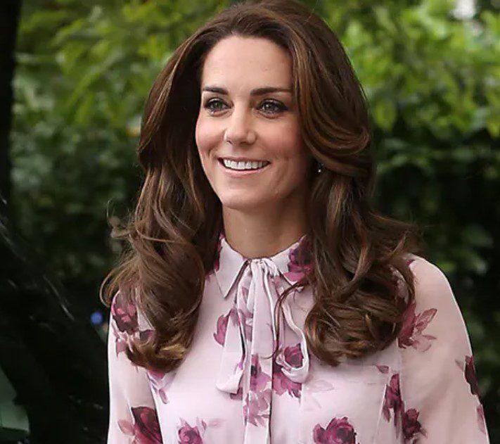 Kate Middleton Uzun Yüze Dalgalı Fındık Kabuğu Saç Rengi