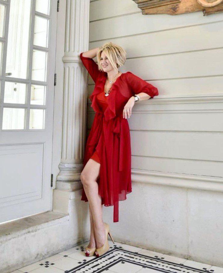 Ayşe Arman Kırmızı Elbise