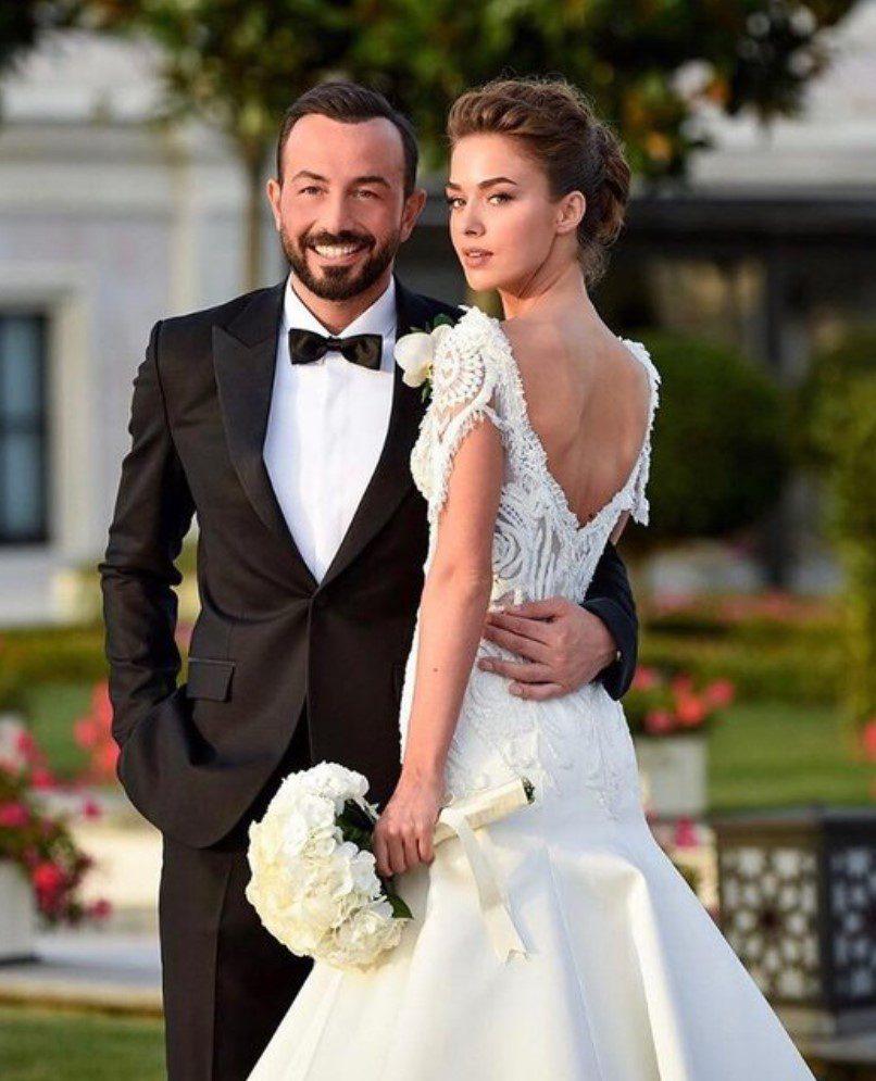 Bensu Soral ve Hakan Baş Evlilik Pozu