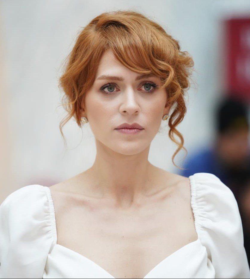 Hazal Türesen Elbise Modeli