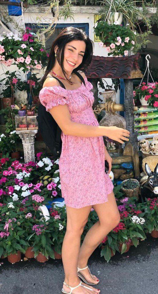 Merve Boluğur Pembe Elbise Modeli